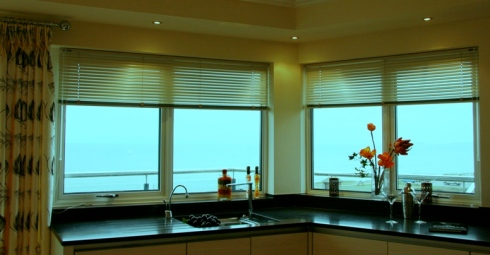 venetian blinds for bay windows
