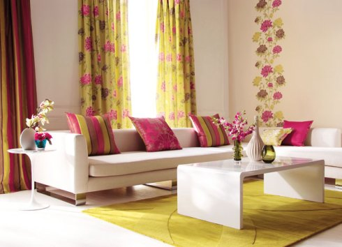 pink and yellow blinds and curtains for a sunny decor