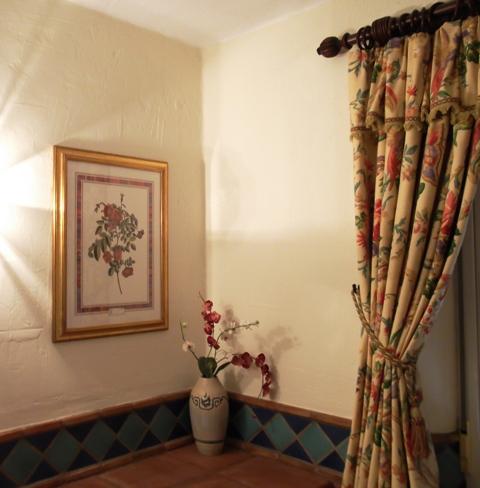 Curtain pelmets with decorative fringe